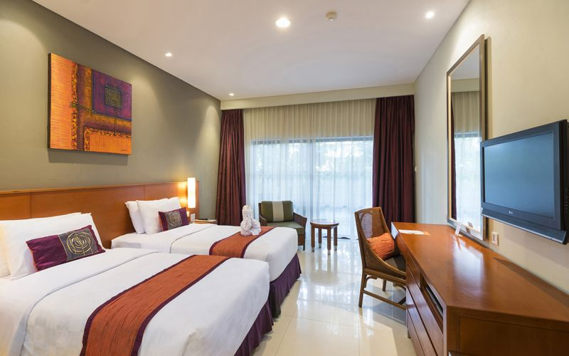 Deluxe Family Package (2 Interconnecting Rooms and 1 Rollaway Bed per Room for Kids Up to 14 Years Old)